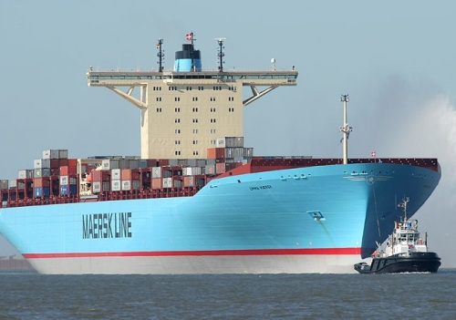 towing-the-emma-maersk